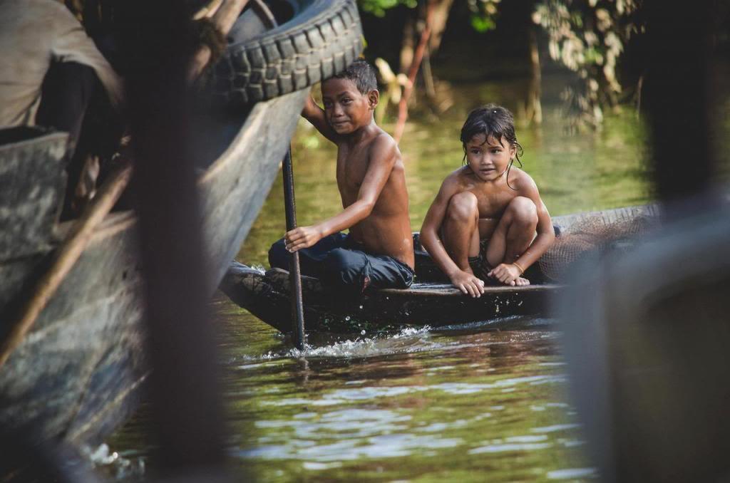 kids_rowing boat